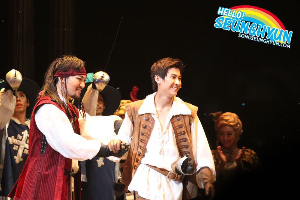 220813 - seunghyun @ the three musketeers 03